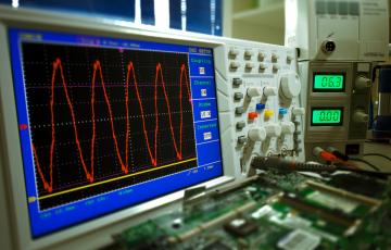 EMC Testi Elektromanyetik Uyumluluk TS EN 61000-4-5 / IEC 61000-4-5
